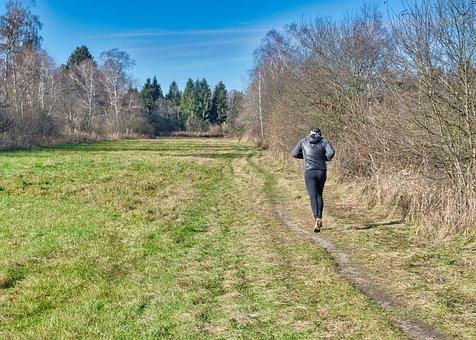 la course à pied dans un chemin