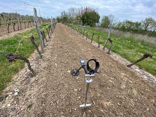 deus xp en action sur champ de vigne