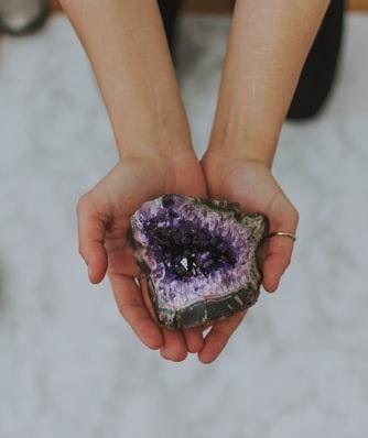 L'améthyste est la pierre la plus puissante en lithotherapie