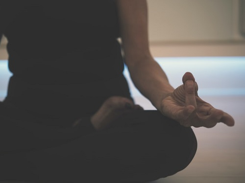 position du lotus pour faire de la meditation