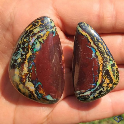 duo d'opales issue de la même pierre d'extraction