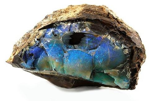 opale brute dans sa matrice