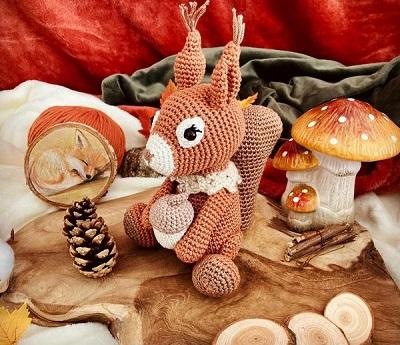 le crochet est un loisir créatif a fil qui utilise un seul crochet